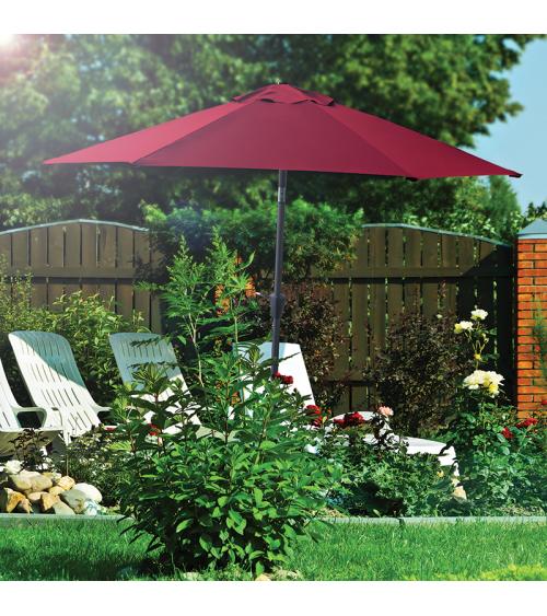 Bordowy parasol do ogrodu umożliwia stworzeni idealnie zacienionego miejsca na relaks.