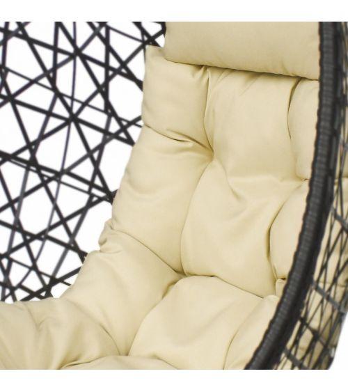 Wiszący fotel ogrodowy z technorattanowym kokonem i wygodnymi poduszkami w zestawie.