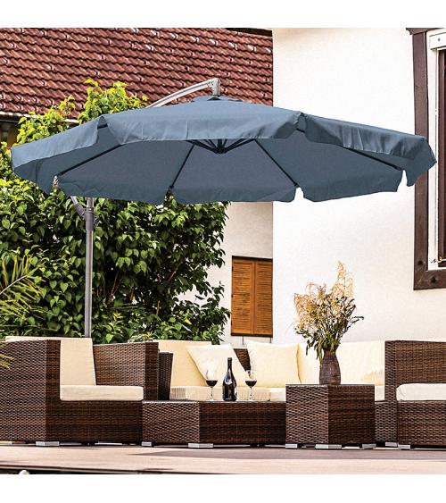 Grafitowy parasol do ogrodu dzięki bocznemu wysięgnikowi pozwala na stuprocentowe wykorzystanie cienia.