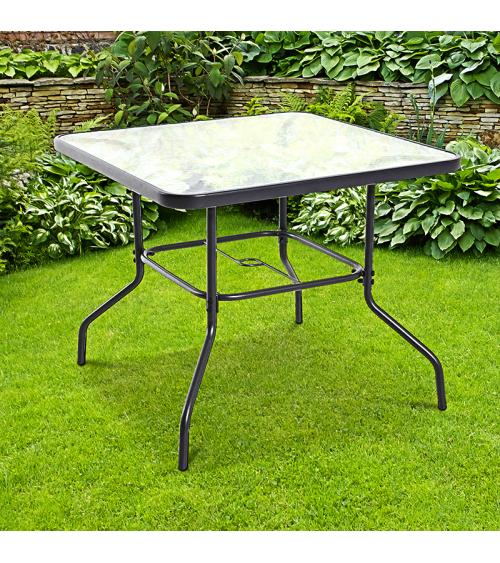 Szklany stolik kawowy został wykonany z materiałów odpornych na warunki atmosferyczne.