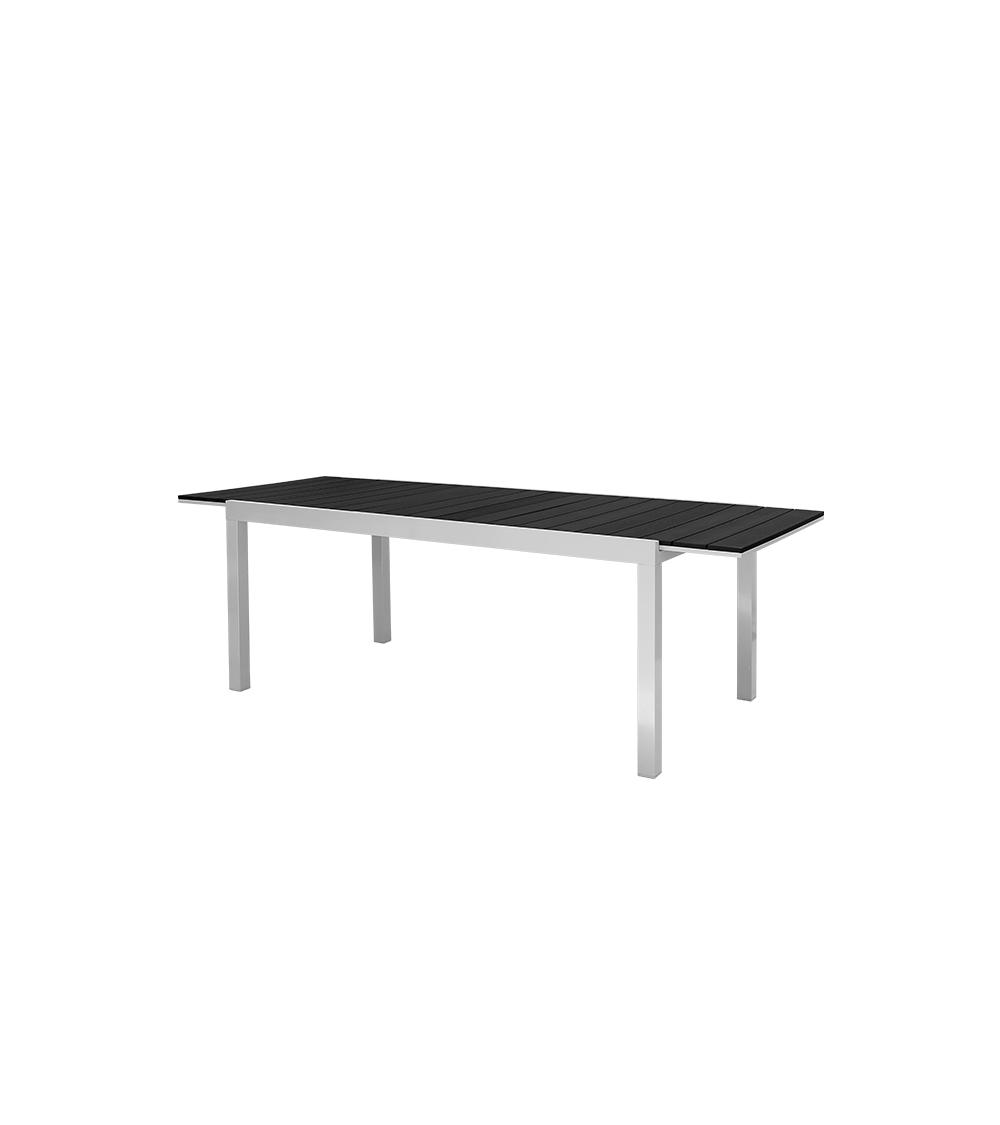 Duży stół ogrodowy.