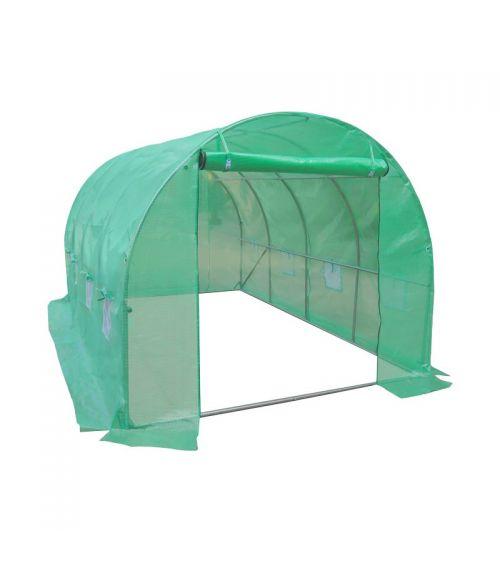 Domowy tunel foliowy ze zwijanymi drzwiami i dużą powierzchnią.