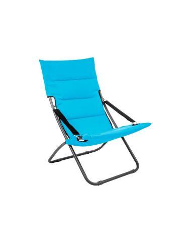Niebieski leżak plażowy z wygodnym siedziskiem jest łatwy w transporcie.