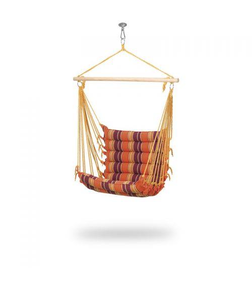 Fotel wiszący w odcieniach pomarańczu to doskonałe miejsce na relaks na świeżym powietrzu,