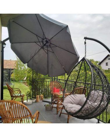 Grafitowy parasol ogrodowy doskonale zacieniu Twoje miejsce relaksu