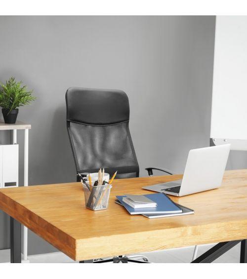 Czarny fotel do biurka z siatką mesh.