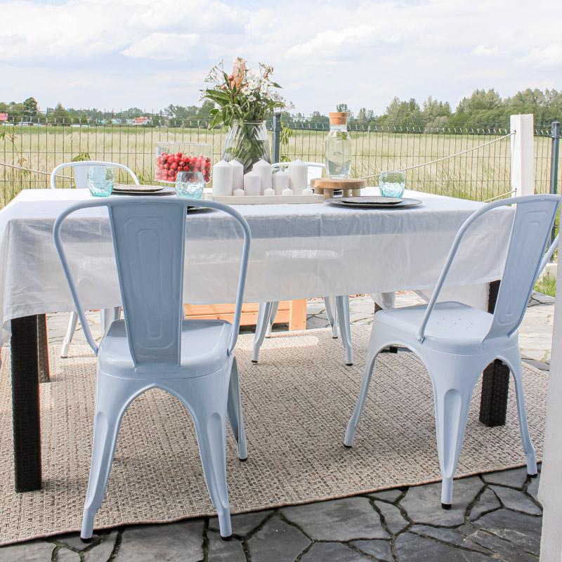 Meble ogrodowe - metalowe krzesła w kolorze białym