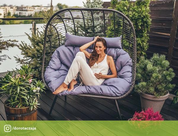 aranżacja tarasu - Podwójne krzesło rattanowe z wygodnymi poduszkami Indeks: MIR_B17204