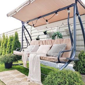 Lubicie czasami pobujać w obłokach? ☁️☁️ Nie ma do tego lepszego miejsca, niż nasza huśtawka Megi. Funkcja rozkładania umożliwi Wamrelaks w dowolnej pozycji, a zawarte w zestawie poduszki znacznie podniosą komfort użytkowania. 💚  📸@prosto.w.szarosci   #Majowo #majowo_pl #ogród #ogródzmajowo #domoweinspiracje #inspiracje #garden #gardenideas #gardenstyle #gardeninspiration #gardendesign #gardendecor #gardenswing #resttime #chill #relax #relaxtime #green #plants #flower #flowerpower #obłoki #chmury #wmoimogrodzie #zielonomi #ogrodoweinspiracje #bohostyle #deepbreath #closeyoureyes #greenpower