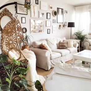 🌿Starannie zaprojektowana przestrzeń, znacząco wpływa na jakość życia domowników. 🌿Stwórz wnętrza, które będą w pełni odpowiadały Twoim potrzebom. 🌿Jest to szczególnie ważne teraz, kiedy Twoje mieszkanie musi pomieścić wiecej niż zwykle. 📸@ocaroline.blog ⠀ ⠀ #majowo_pl #domzmajowo #livingroominterior #livingrooms #livingspace #livingroomgoals #mynordicroom #homeinspiration #wnetrzazesmakiem #wnętrza #interior_desing #domoweinspiracje #livingroomview #projektowaniewnetrz #instainteriordesign #scandinavianhome #coffeeplace #goodstyle #scandinavianinterior #cornerofmyhome #smallbalconyideas #mojemieszkanie