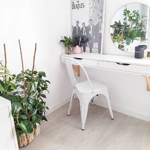 🎀Wśród Waszych ulubieńców 2020 roku znalazły się krzesła Hugo. 🎀Na naszej stronie znajdziecie je w aż 4 kolorach, jednak to białe oraz czarne skradły Wasze serca.🤍🖤 ⠀ 📸 @100m2_w_brzozach #whitespaces #whiteinteriors #mieszkanie #homedecor #domoweinspiracje #scandinavianhome #polskiewnetrza #interiordesign #mojdom #homeadore #scandinaviandecor #wnętrza #scandiinspo #homedecoration #home #inspiration #mojemieszkanie #scandinavianstyle #scandinaviandesign #whiteinterior #mynordicroom #perfectdesign #whitedecor #detailsmatter #wystrojwnetrz #myinterior #interiør4all #nordichome