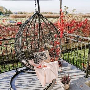 ❗Największa wyprzedaż w roku tuż, tuż! ❓Jesteście ciekawi co przygotowaliśmy dla Was z okazji #blackfriday? Obserwujcie nasze profile społecznościowe, już wkrótce pojawi się więcej informacji. #staytuned 🙌🏼 ⠀ 📸 @kobietastylowa #autumnmood #moodytones #autumn2020 #fall #cozyfall #livingspace #autumngarden #coloursofautumn #hyggehome #windowview #livingroominterior #blackfridaysale #domzmajowo #ogródzmajowo #gardenideas #gardengoals