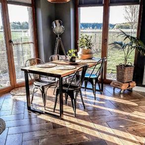 ✨Widok skąpanych w porannym słońcu wnętrz, może oznaczać tylko jedno! ☀️To będzie udany dzień! 💚Dzień dobry💚. 📸@w.bukowskiej ⠀ ⠀ #domzmajowo #ogródzmajowo #dziendobry #kawusia #sobotakota #coffeaddict #coffelovers #coffetime #coffefirst #loftdesign #loftinterior #loftinteriors #loftindustrial #lofts #livingroominterior #livingrooms #livingspace #livingroomgoals #mynordicroom #homeinspiration #wnetrzazesmakiem #rusticdecor #rustichome #realsteel #wystrojwnetrz #mojemieszkanie #mieszkaniezpomyslem