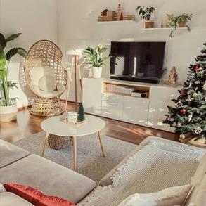 Brrr... Jak zimno.❄️ I w końcu mamy śnieg! Udało Wam się z niego już skorzystać🛷⛄? Pamiętajcie po zimowych zabawach obowiazjowo ciepłe kakao, koc i pełen #chill!💚 ⠀ 📸 @behind_the_woods #domzmajowo #livingroominterior #livingrooms #livingspace #livingroomgoals #mynordicroom #homeinspiration #wnetrzazesmakiem #wnętrza #interior_desing #domoweinspiracje #livingroomview #scandiboho #scandinavianinterior #simplestyle #finditstyleit #homeandliving #woodenfloor #scandinavianhome #scandinavianinterior #cornerofmyhome #mojemieszkanie #mieszkaniezpomyslem #polskidom #polskiewnetrza