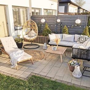 Pogoda bywa ostatnio bardzo zmienna. Raz świeci słońce, chwilę później pada deszcz - taki mamy klimat. 🙈  Dlatego dzisiejszy słoneczny dzień ucieszył nas podwójnie. 💚 Jak go spędziliście? Udało się Wam skorzystać z uroków ogrodów, tarasów i balkonów?  📸@ocaroline.blog   #Majowo #ogródzmajowo #majowo_pl #maj #may #thebestmonth #spring #wiosna #ogrodoweinspiracje #ogród #homeinspiration #gardeninspiration #gardenideas #gardendecor #garden #gardendesign #terrace #furniture #gardenfurniture #furnituredesign #mebleogrodowe #sunnyday #sun #balcony #littlegarden #balconyinspiration #terracedecor #terraceinspiration #słoneczko #słońce