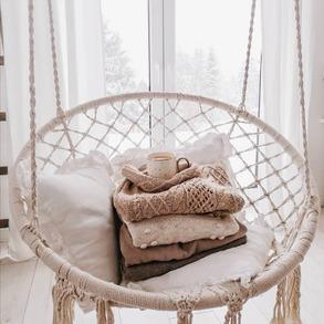 ❄️W taką pogodę jak dziś gruby sweter, koc i gorące kakao to absolutny #musthave. ⠀ ❓Czy widzieliście wyjątkowe promocje na stronie naszgo sklepu? Jeszcze nie? 💚Sprawdźcie koniecznie na www.majowo.pl. 🤫Pstt... Spieszcie się. Oferta jest limitowana. 📸 @pola_na_lesnej ⠀ ⠀ #majowo_pl #majowo #domzmajowo #cozywinter #cozydesign #interiordesign #architecture #mojemieszkanie #mieszkaniezpomyslem #polskidom #polskiewnetrza #interiorforyou #homeinspo #livingroominterior #livingrooms #livingspace #livingroomgoals #mynordicroom #homeinspiration #wnetrzazesmakiem #wnętrza #interior_desing #domoweinspiracje #livingroomview #projektowaniewnetrz #instainteriordesign #scandinavianhome